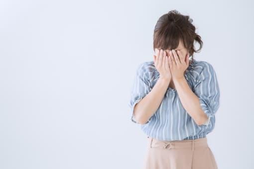 泣き出す同僚の女性
