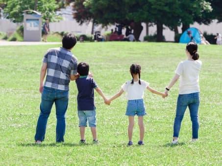 子供たちが家を訪問