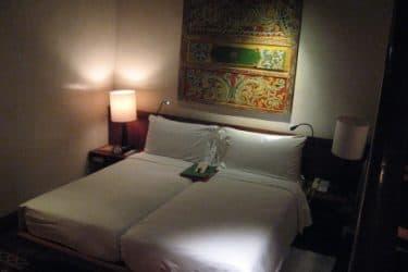 ホテルで愛し合う