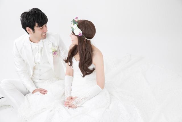 社内恋愛を貫いて見事ゴールイン(結婚)した2人をイメージ